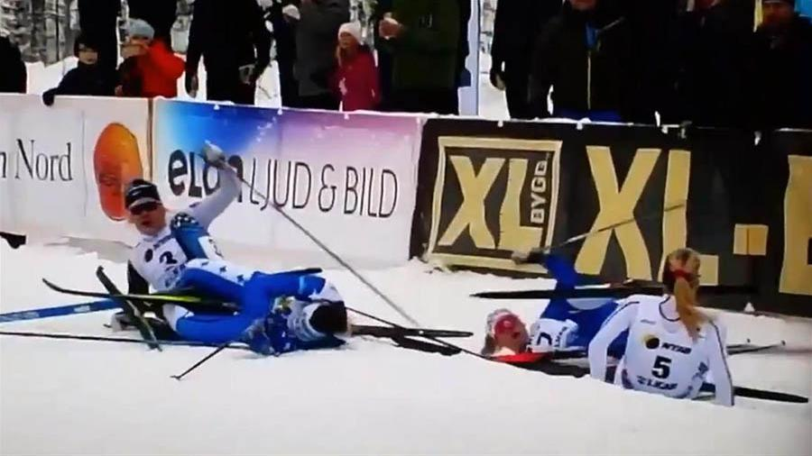 Аутсайдер победила после массового завала лыжниц в Швеции