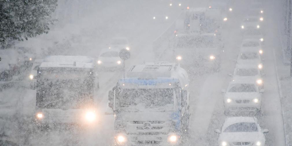 Власти Москвы предупредили водителей о метели