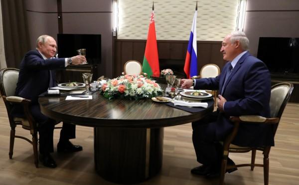 Лукашенко уехал из резиденции Путина без заявлений для журналистов