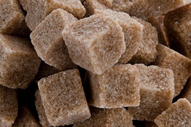 Диетолог развенчал миф о пользе тростникового сахара