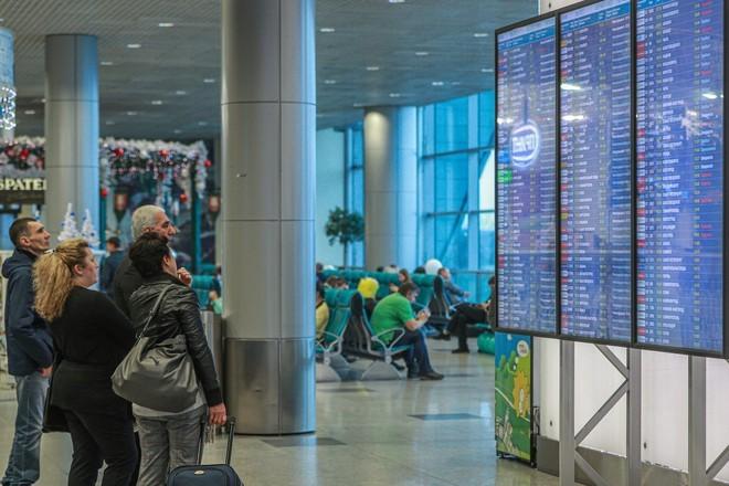 Врачи проверят пассажиров, летевших с госпитализированным россиянином