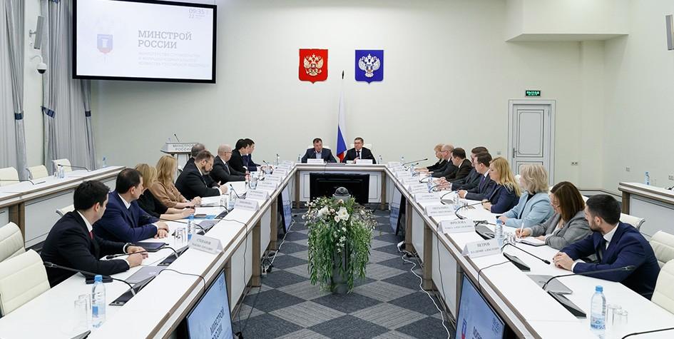 Хуснуллин провел первое рабочее совещание в Минстрое России