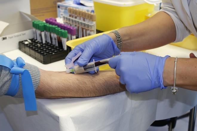 Женщина с редким синдромом рассказала, зачем ей нужна мужская кровь