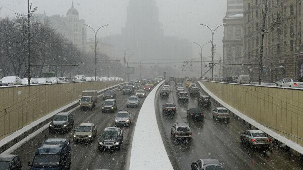 Москвичам посоветовали в четверг отказаться от машин из-за непогоды
