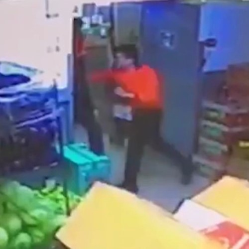 Кассир убил покупателя за неоплаченную банку кофе