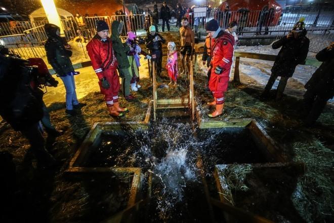Лишь половина пришедших на крещенские купания москвичей окунулись в воду