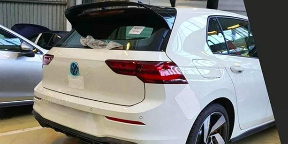 Новый Volkswagen Golf GTI сфотографировали без камуфляжа