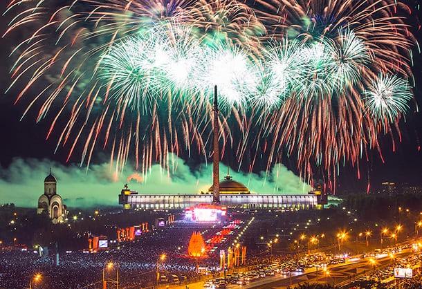 Торжественный салют в честь освобождения в Москве