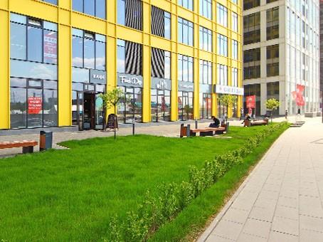 Бизнес-центр на Новодмитровской получил широкий тротуар