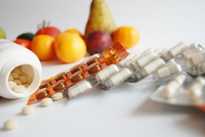 Терапевт рассказала, какие продукты и лекарства нельзя употреблять вместе
