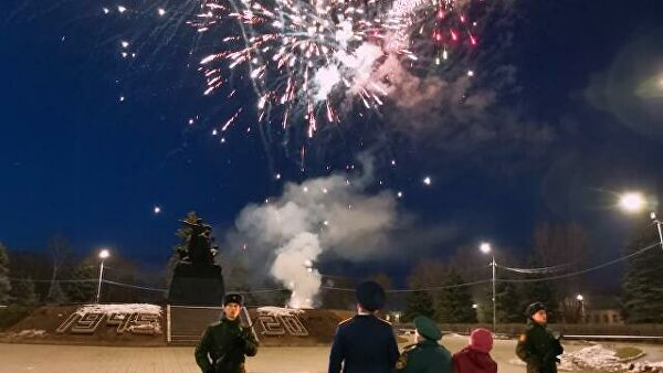 В Вязьме сотрудники СК устроили праздничный салют для ветерана войны