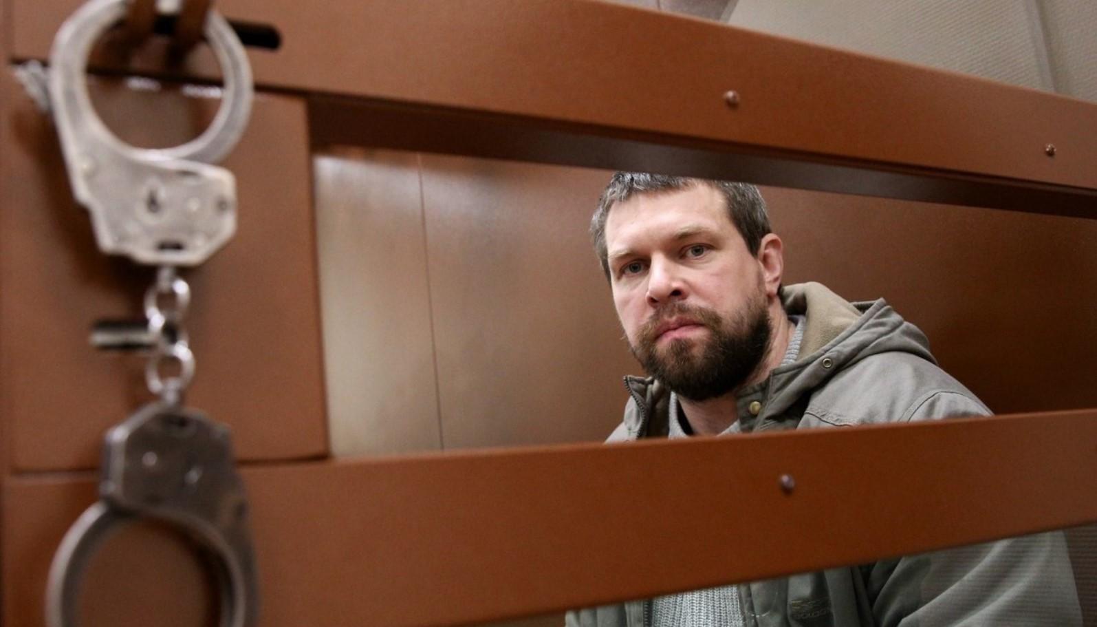 Экс-полицейского Дениса Коновалова перевели под домашний арест