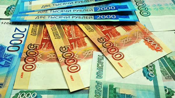 Эксперты рассказали, сколько в России инвестируют мужчины и женщины