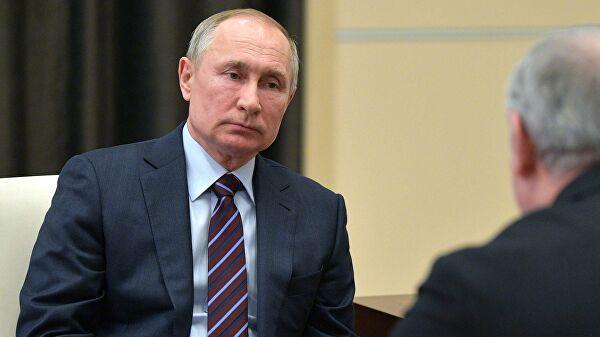 Путин пообещал обсудить поправки в Конституцию с лидерами фракций