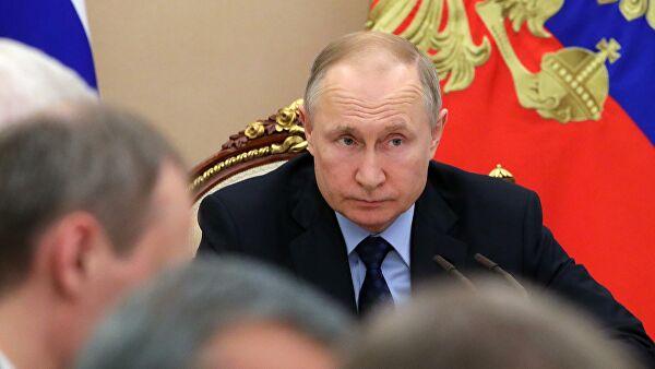 Путин обсуждает с правительством меры по борьбе с коронавирусом