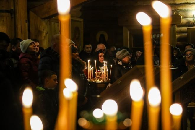 Священники РПЦ объехали Петербург с молитвами против коронавируса