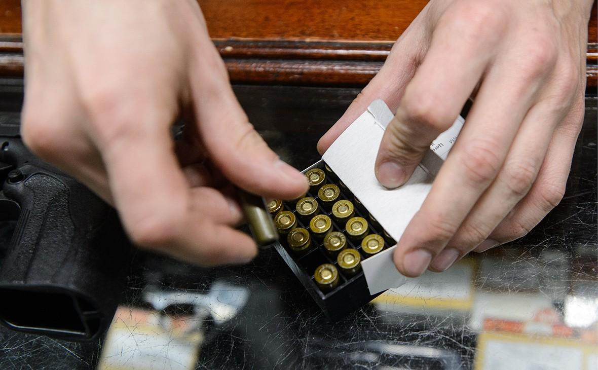 В России резко вырос спрос на патроны и бейсбольные