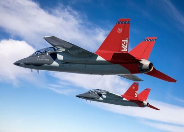 Boeing испытал учебный самолет запуском двигателя в воздухе