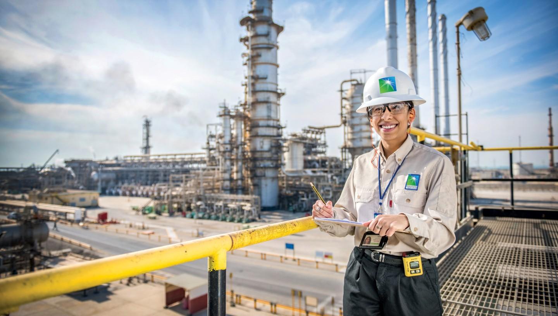 Saudi Aramco снизила цены на нефть для Азии, но повысила для США