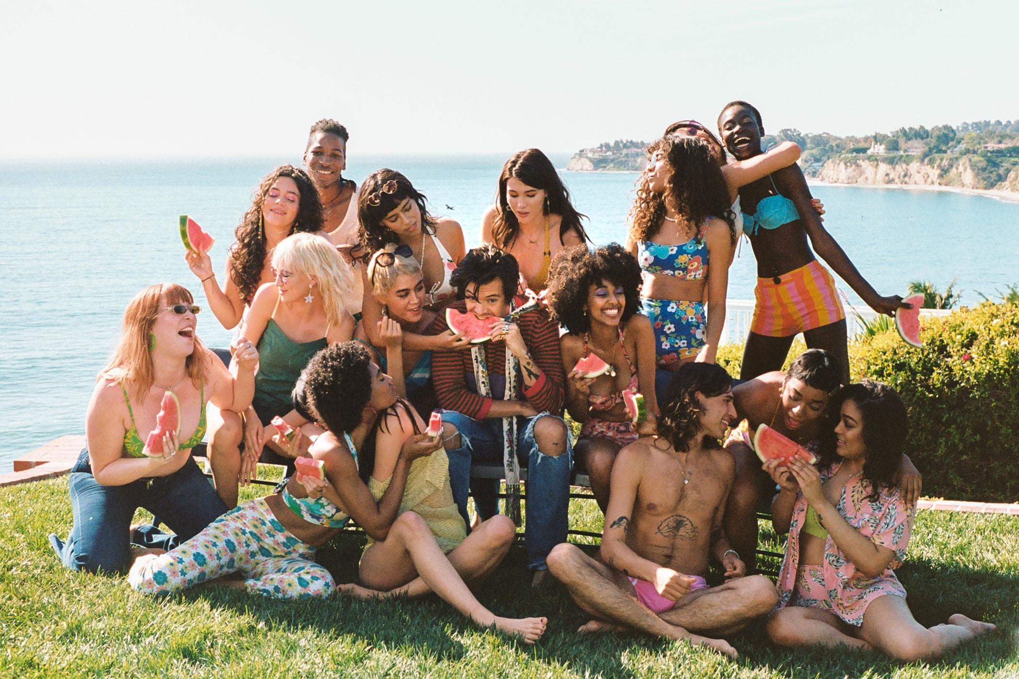 Новое видео Гарри Стайлса - это потрясающая летняя любовная фантазия