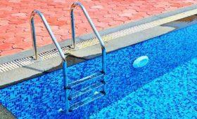 Безопасно ли сейчас ходить в бассейн?