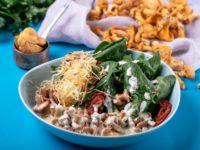 Рецепт дня: теплый салат с лисичками и кремом из горгонзолы