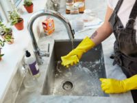 8 советов, которые сделают мытье посуды намного быстрее и проще