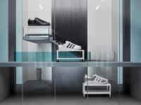 Крупным планом: кроссовки Superstar со сдвоенным логотипом Prada и adidas Originals