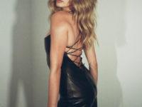 Черное кожаное платье для самого романтичного свидания: показывает Хейли Бибер