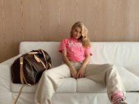 Джоггеры и теплые носочки— модное и уютное сочетание для осени: доказывает Эльза Хоск