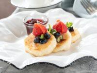 Как приготовить идеальные сырники? Раскрываем секрет самого популярного блюда на завтрак