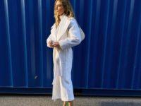 Какая обувь лучше всего подойдет под белое пальто? Неожиданное стилистическое решение Эмили Синдлев