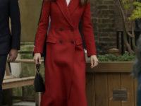 Королевский выбор: Кейт Миддлтон в длинном красном пальто Alexander McQueen