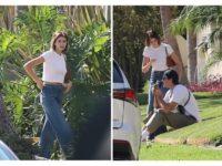 Короткая белая футболка + самые актуальные джинсы: формула безупречного образа от Кайи Гербер