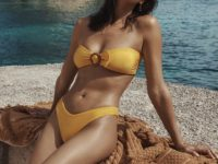 Ничего лишнего: Ирина Шейк в самом модном купальнике следующего лета
