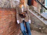Осенью носите поясную сумку с пиджаком, как это делает Эльза Хоск