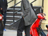Пиджак и брюки— это не скучно: доказывает Кэти Холмс