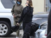 Прощай, карамель и пастель! Хейли Бибер возвращает в моду черные спортивные костюмы