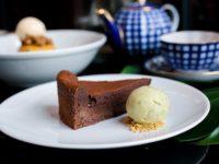 Рецепт счастья для настоящих сладкоежек: шоколадный торт без муки, который вы приготовите за 15 минут