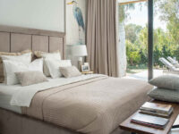 Спальни с панорамными окнами: 20+ примеров