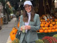 Стильный прием: носите костюмы с бейсболкой по примеру модели Эмили Дидонато