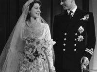 Только три человека знают, что написано на обручальном кольце королевы Елизаветы II