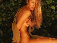 Уже не ангел: модель Кэндис Свейнпол поделилась откровенными снимками