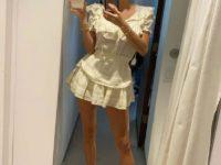 Хрупкая и романтичная: Каролин Вриланд в коротком белом платье в свой день рождения