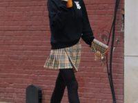 Юбка школьницы + худи: «хулиганский» образ Ирины Шейк