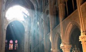 Архиепископ Парижа предложил установить в Нотр-Даме витражи современных художников