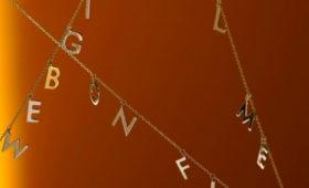 Avgvst выпустил подвески с названиями песен в коллаборации с «Цветным»