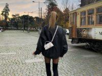 Чулки + массивные ботинки: смелый образ стилиста Софии Коэльо