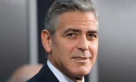 Джордж Клуни признался, что 25 лет стригся сам