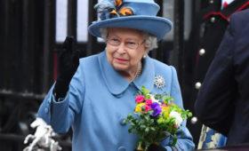 Елизавета II будет носить специальные перчатки для защиты от COVID-19